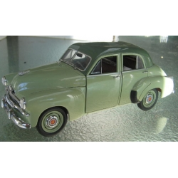 Trax Holden FJ Special sedan 2 tone green 1/24